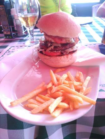 Hamburguesa Americana (con lechuga, tomate, bacon, carne, huevo frito,...)