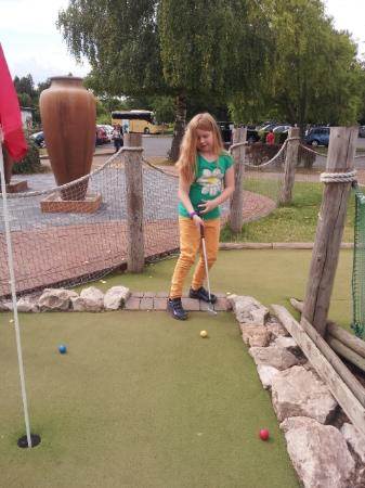 Ross-on-Wye, UK: Crazy Golf at The Amazing Hedge Maze