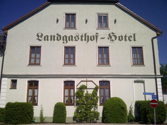Pliening, Germany: Ansicht von Landsham kommend