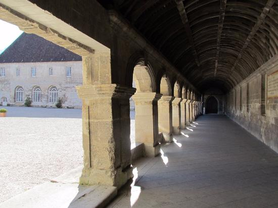 Pontpoint, France: cloître