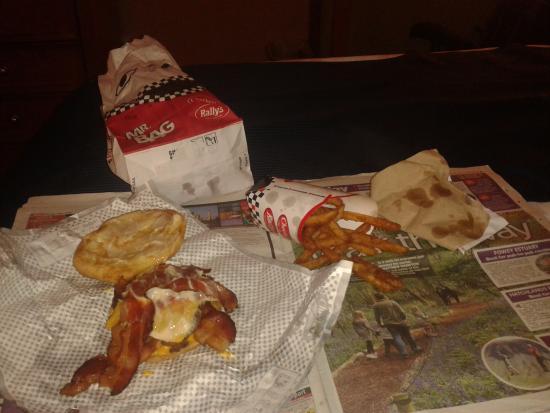 ลาเปีย, มิชิแกน: Baconzilla burger and fries