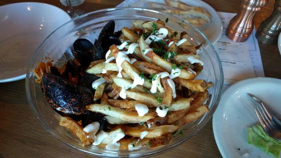 Hopfields: Moules in wine sauce with frittes!