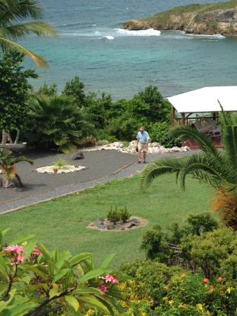 Hotel Amaudo: Looking down towards the gazebo with hammock and rocking chairs