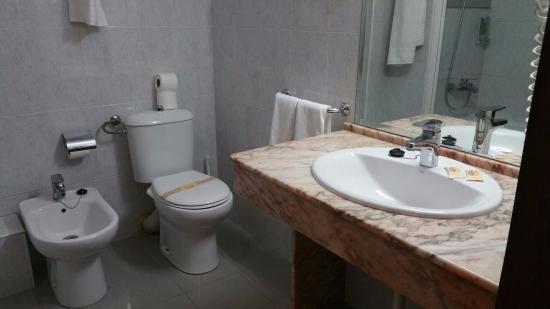 Hotel Monarque Fuengirola Park: Baño