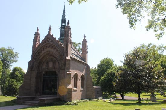 ‪Bellefontaine Cemetery‬