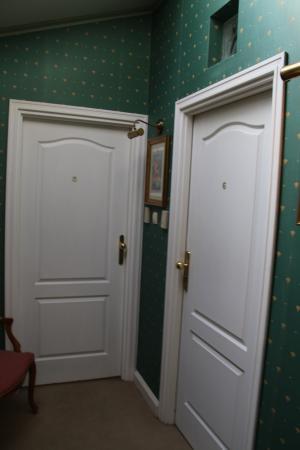 Hotel Pugetow: dörr ut o till toaletten