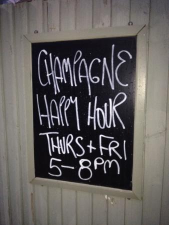 Ettington, UK: Champagne Happy Hour!
