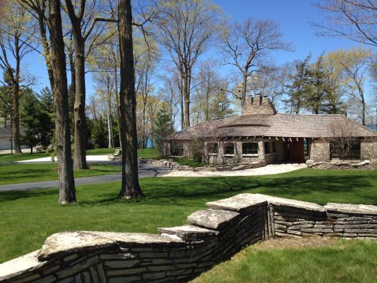 Mushroom Houses of Charlevoix : mushroom house and stone fence