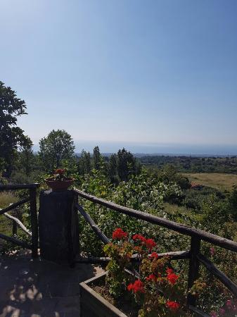 Villa Rosa  Etna Bed & Breakfast: Utsikt över Etna och över kusten
