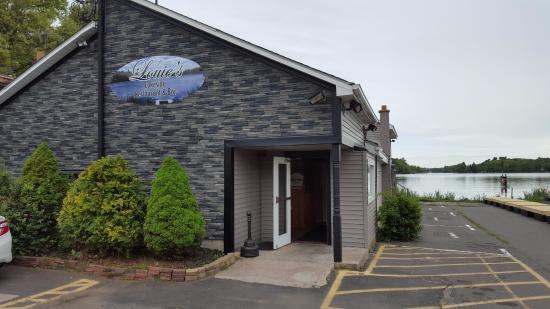 Louie B's Restaurant : Main Entrance