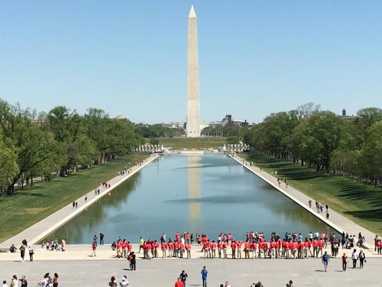 Windsor Inn: Magnifica vista desde las escaleras del Lincoln Memorial. Hermoso paseo!