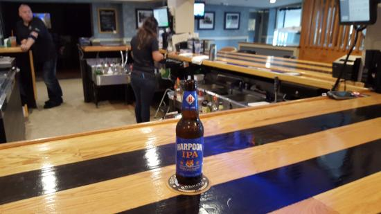 Louie B's Restaurant : Bar Scene