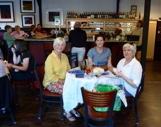 Pendleton, Carolina del Sur: Customers are encouraged to bring a picnic to Viva! Il Vino.