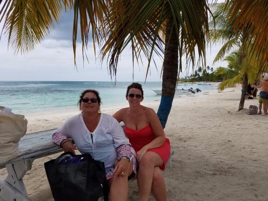Bayahibe, Dominican Republic: Taking a break at Mano Juan