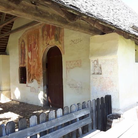 Nova Ponente, Italia: Vista laterale della chiesetta