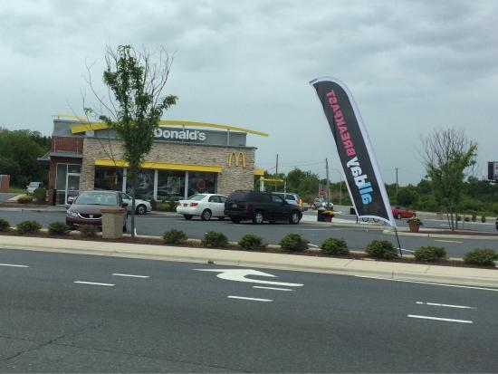 Newcastle, DE: McDonald's new castle