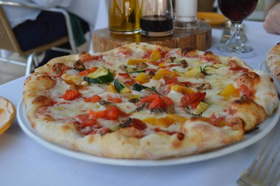 Tucker's Town, Bermuda: amazing vegetarian pizza