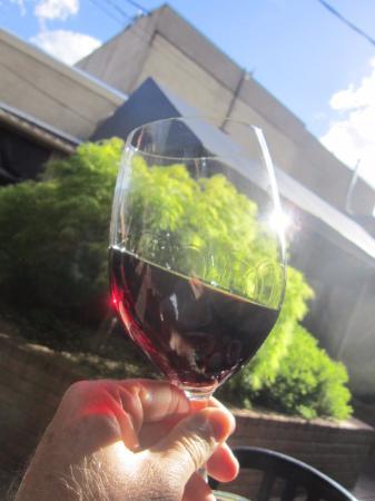 Rodney Strong Pinot Noir, Nice Pour, Nice Price