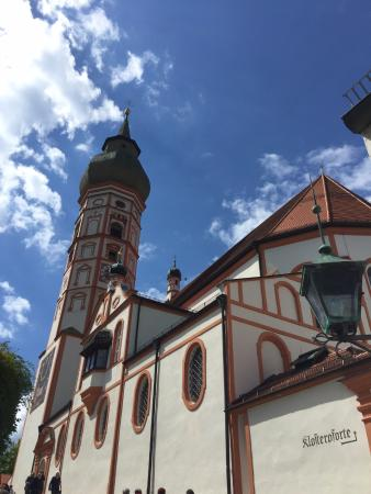 Andechs, Tyskland: View of the church and bell tower