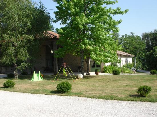 Sainte-Livrade-sur-Lot, ฝรั่งเศส: La Maison de Maitre whole site