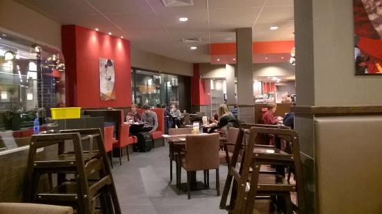 Pizza Hut Interior Del Local