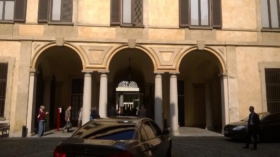 Palazzo Clerici: colonne doriche binate