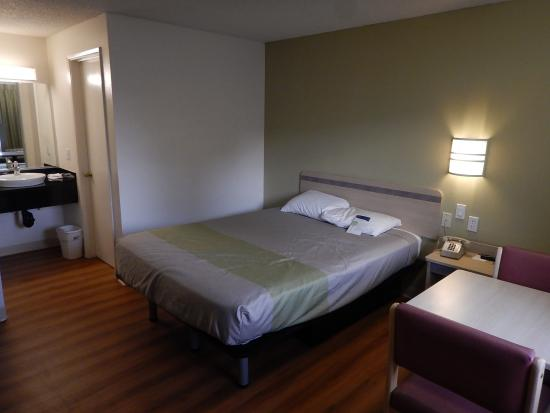 Motel 6 Clarkston: A mix of new and old motel furniture makes for an interesting overall feeling.