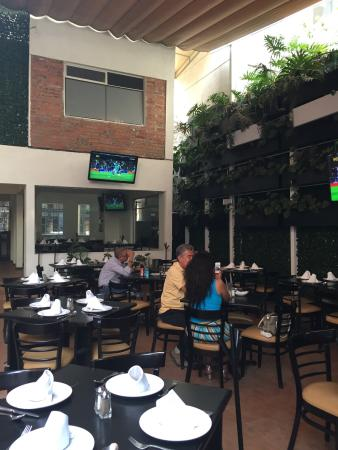 Ciudad Nezahualcóyotl, México: Agradable terraza!!! Muy buena comida y bien ambientado. Entre semana casi es puro oficinista. E