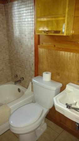 Spruce Lodge: Bathroom of cabin #14