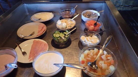 Hafnarfjordur, Islandia: The breakfast buffet - also cereal and toast is available
