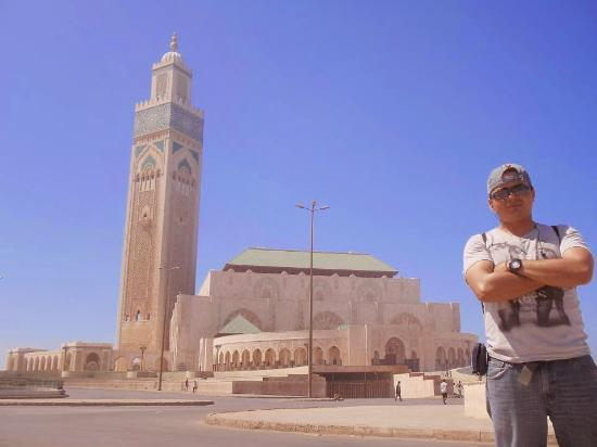 Casablanca, Marokko: The second biggest mezquit on the world..this places is totally amazing, I feel peace and God th