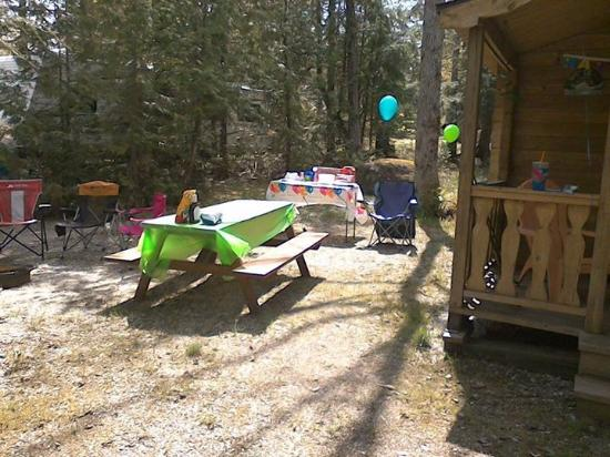 Balsam Cove Campground: Outside of cabin