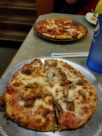 Loggers Pizza & Growlers: Personal pizzas from the $7.99 lunch special.