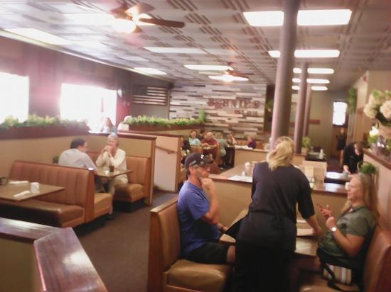 Faribault, MN: tables and booths, clean and friendly
