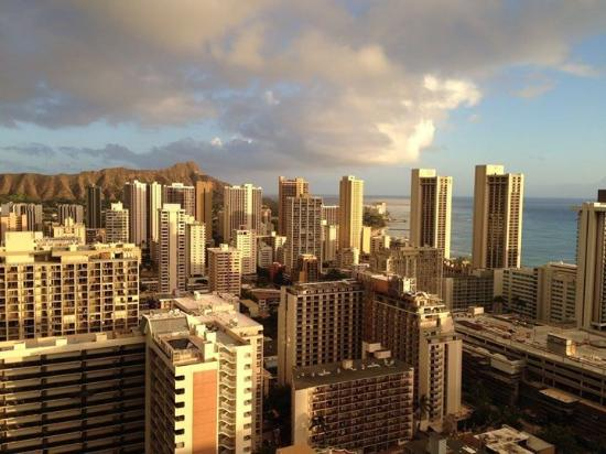 Aqua Skyline at Island Colony: Diamond head and Waikki view