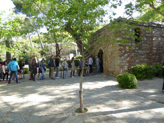 Meryemana (The Virgin Mary's House): Line to enter the house (chapel)