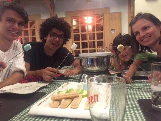 Curridabat, Kostaryka: Un momento inolvidable, comida diferente para variar, nada mejor que un fondue de queso primero