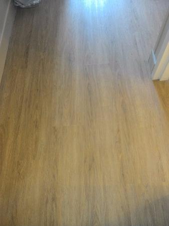 คอลเลจพาร์ค, จอร์เจีย: hardwood floors throughout the room...yayyy...no carpet