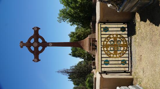 Saint David, AZ: Beautiful Cross in the courtyard