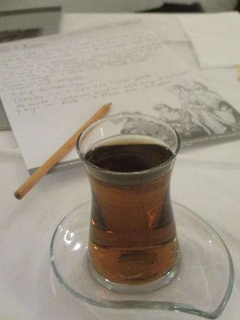 Tria Hotel Istanbul: Tea, paper and pen as courtesy