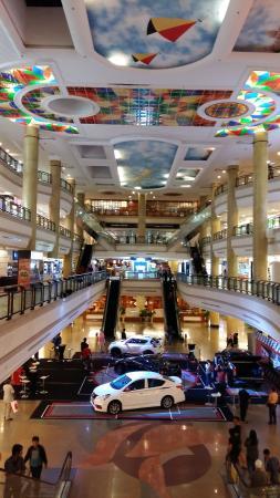 LeGallery Suites Hotel : The Mall, 6 menit perjalanan dengan taksi (BND 20)
