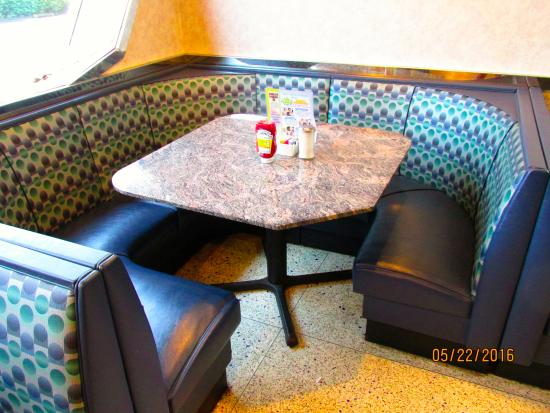 Philly Diner: Corner booth