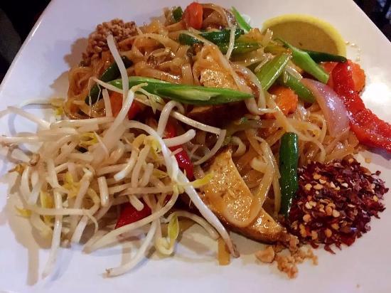 Aloi Na: Pad Thai Vegetarian (no egg)