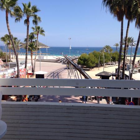 Magalluf Strip Apartment : Lovely and clean, basic but ideal, get what you pay for, right on the strip and by the beach. On