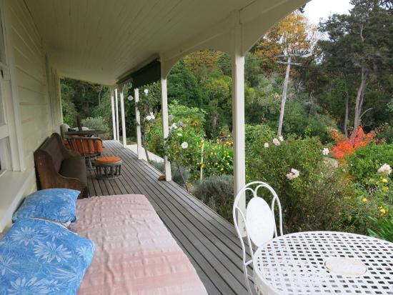 Room With A View: Covered deck overlooking Harbour