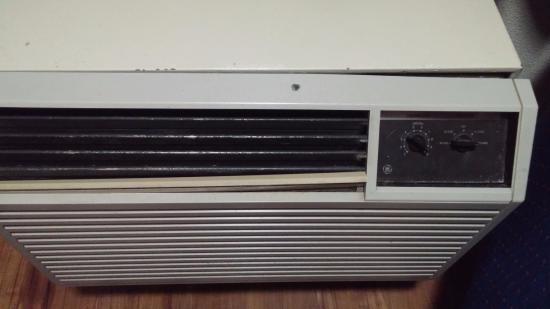 Red Roof Inn Hickory: AC unit looks like it's served in 3 wars already. Smells like it too.