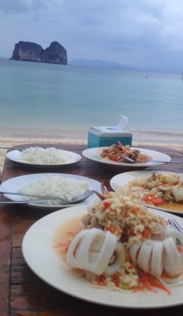 Koh Ngai Camping Restaurant: ฟินกับการกินอาหาร