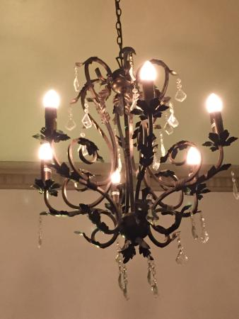 Tenterfield, Australië: Dining room chandelier