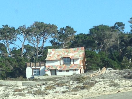 Scenic Road Walkway: Красивый дом на побережье