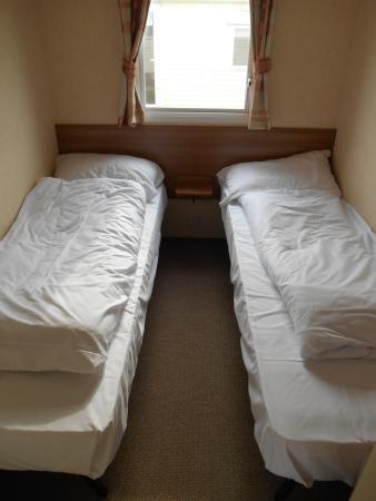 St Margaret's at Cliffe, UK: Second bedroom in gold caravan. St margarets bay